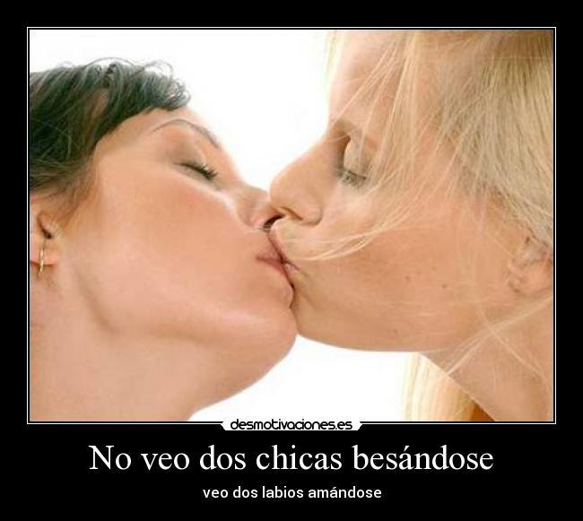 de chicas besandose en la boca en: