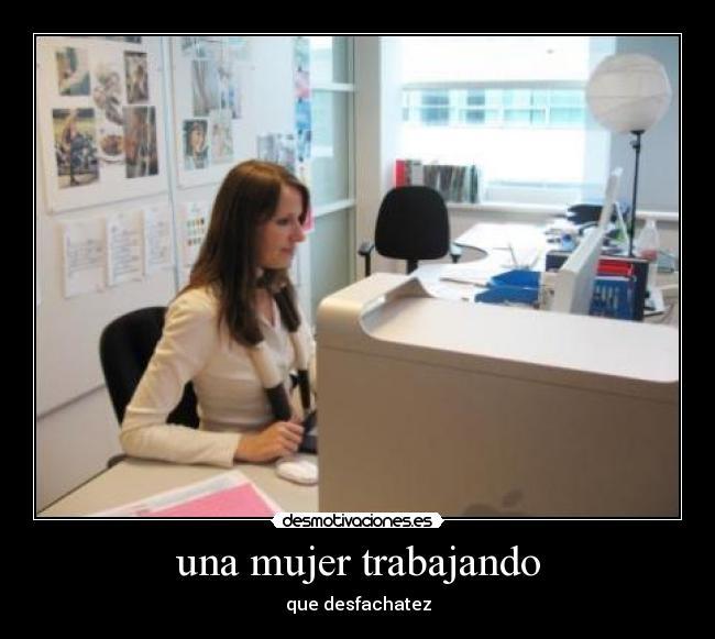 una mujer trabajando | Desmotivaciones
