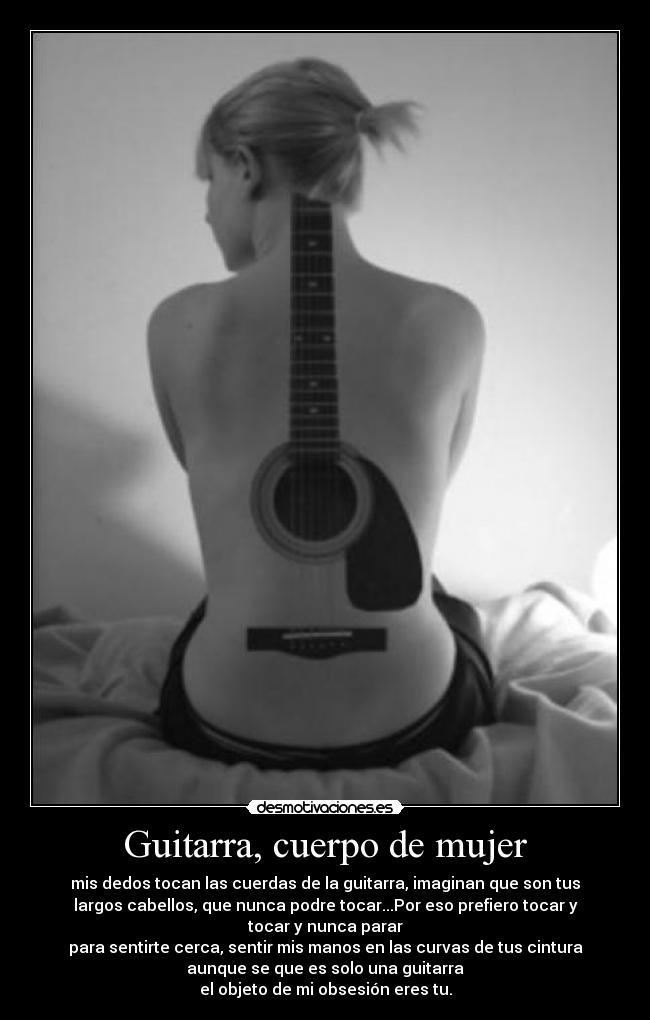 Mujer desnuda con guitarra