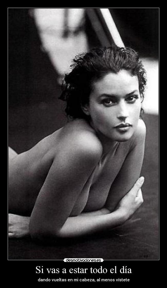 Mujer desnuda dando cabeza