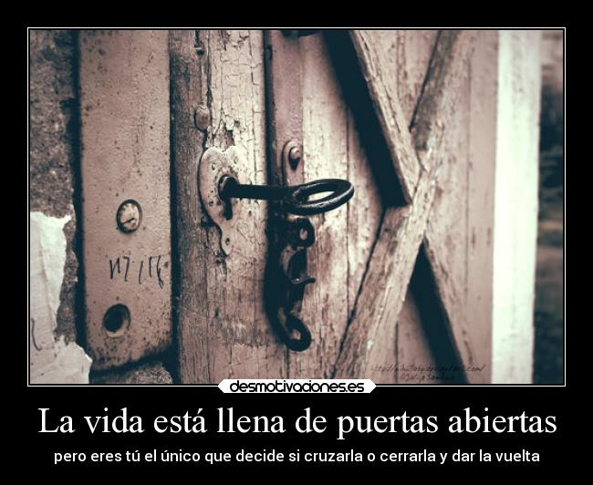 La Vida Está Llena De Puertas Abiertas Desmotivaciones